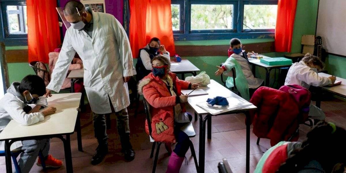 Uruguay es el primer país latino que regresa a clases