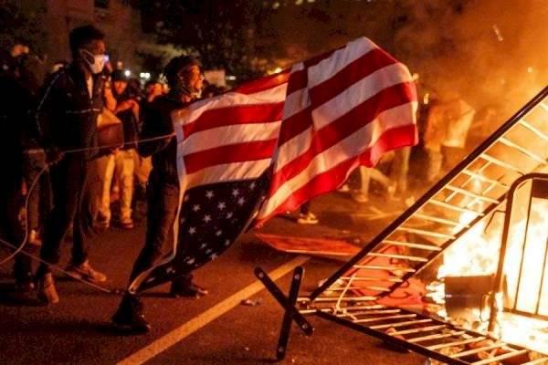 Policía de Estados Unidos mata a tiros a hombre durante protestas por muerte de George Floyd EFE