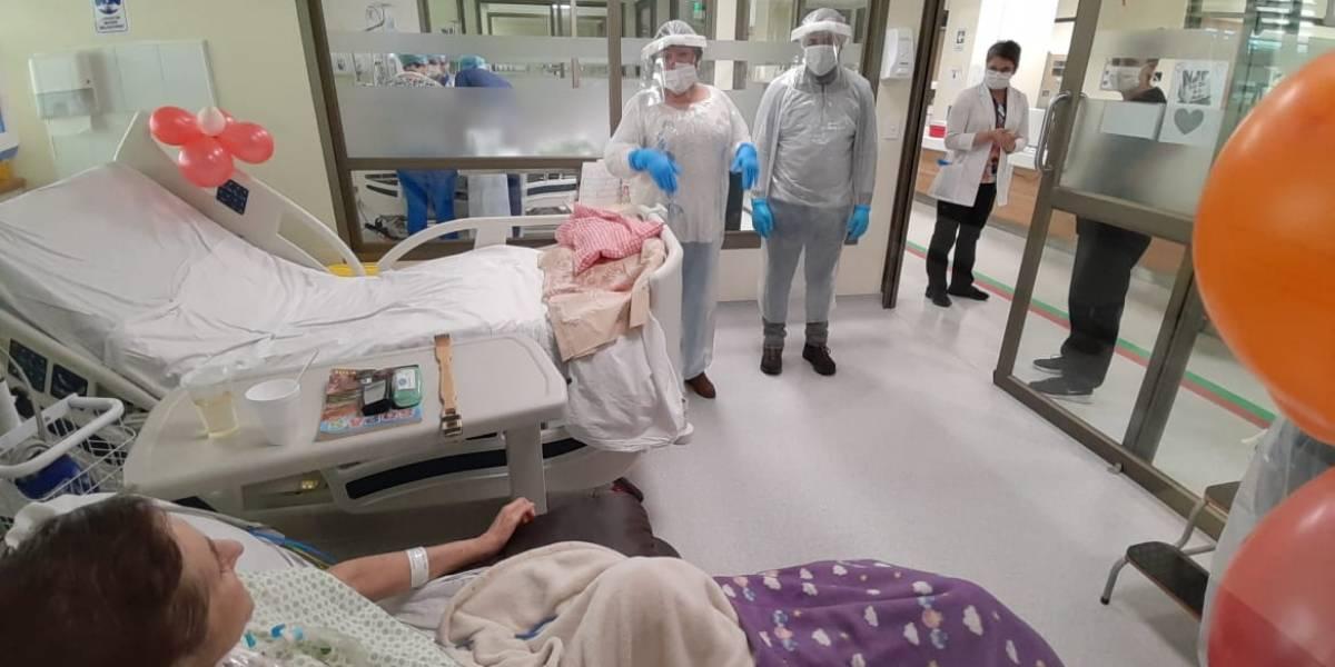 ¡Que no le quiten la alegría! Equipo médico celebra cumpleaños de paciente hospitalizada