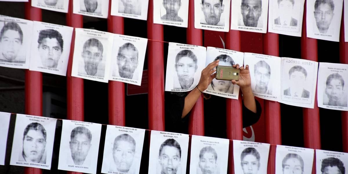 Hay órdenes de aprehensión contra funcionarios por caso Ayotzinapa, afirma AMLO