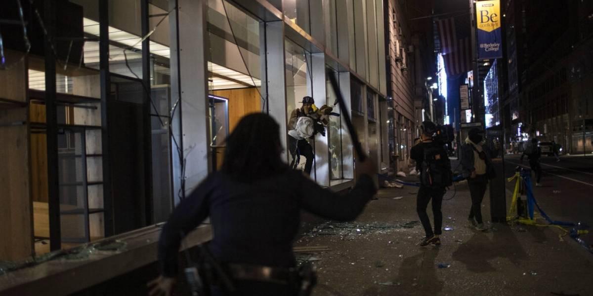 Protestas en Estados Unidos: manifestantes saquearon tiendas de la emblemática Quinta Avenida de Nueva York
