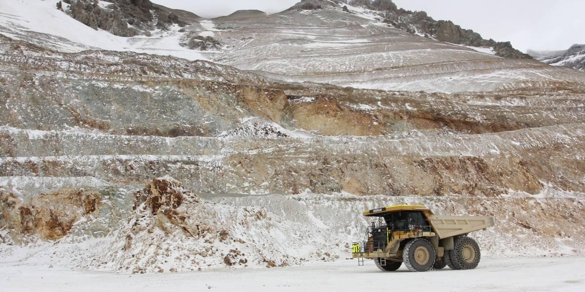 Una buena: precio del cobre sigue repuntando y el dólar se derrumba hasta los $780