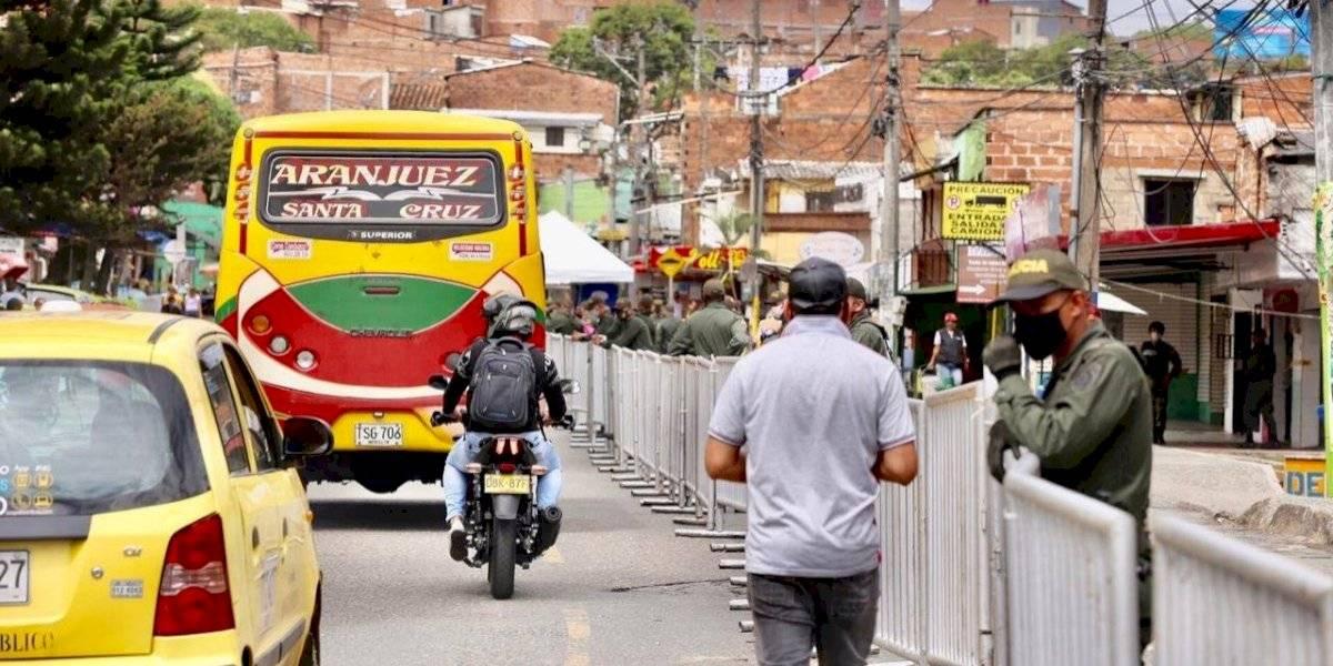 Militarizan y cierran el barrio Santa Cruz por tener el mayor brote de coronavirus en Medellín