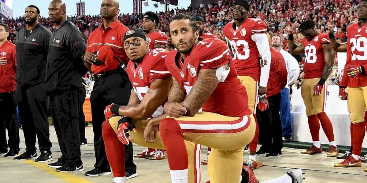 ¿De dónde proviene el gesto deportivo en contra del racismo que todos usan?