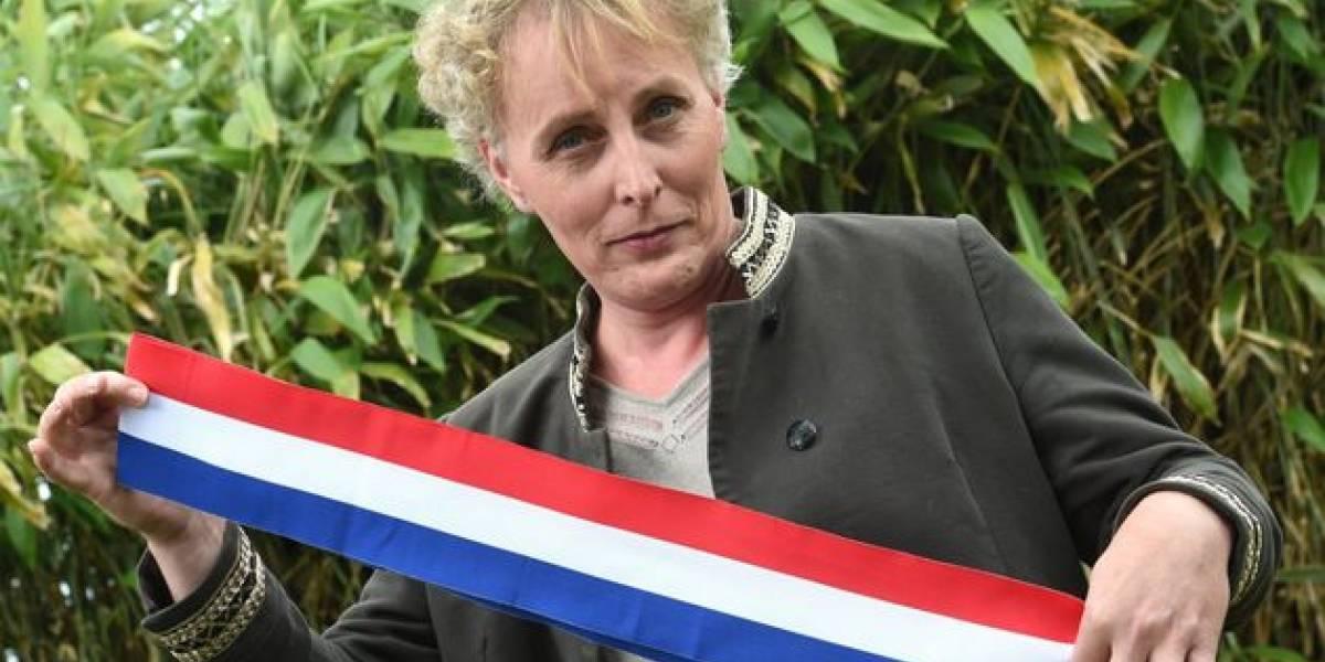 Momento histórico: mulher trans é eleita pela primeira vez prefeita de uma cidade na França