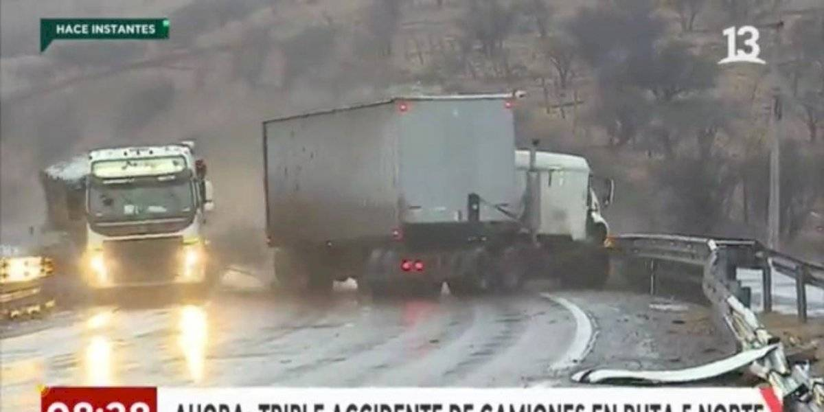 Imágenes impactantes: móvil de Canal 13 se encontraba reporteando un accidente carretero y fue testigo en directo de otro choque de alto calibre