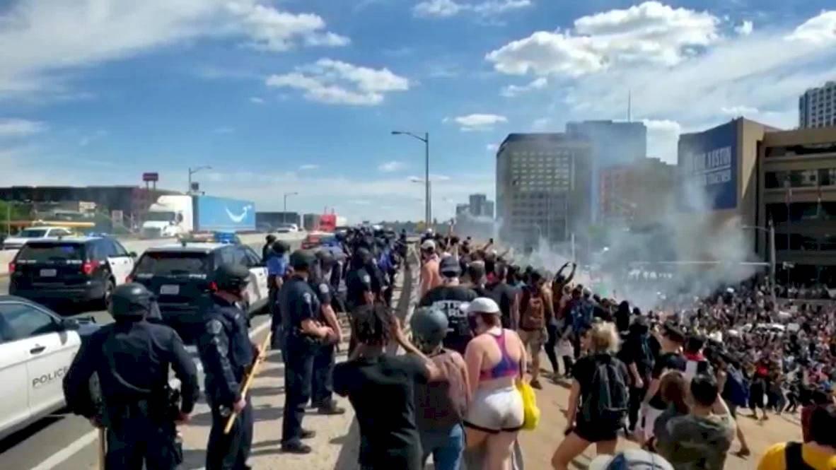Uso del gas lacrimógeno durante las protestas en Estados Unidos.