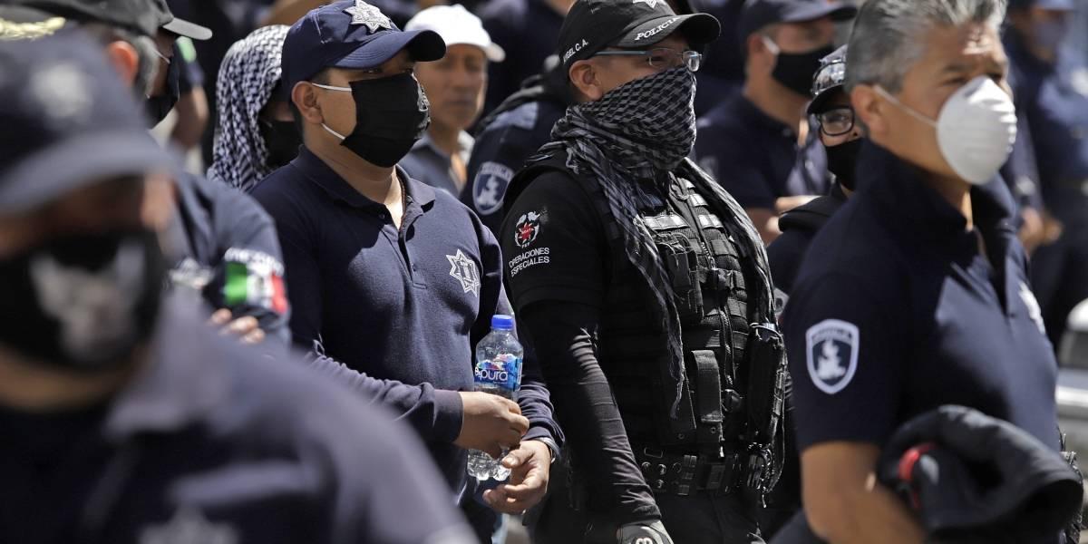Gobierno de Puebla ofrece aumento salarial de 14% a policías; rechazan acuerdo y continúa paro