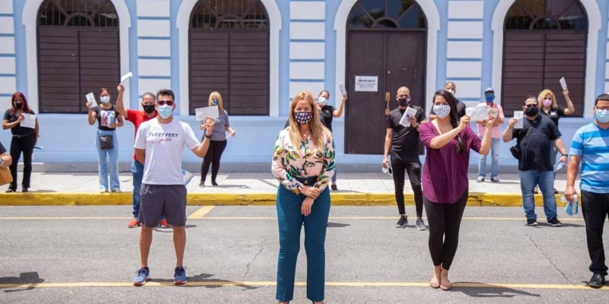 Canóvanas entrega ayuda económica a empresarios afectados por coronavirus