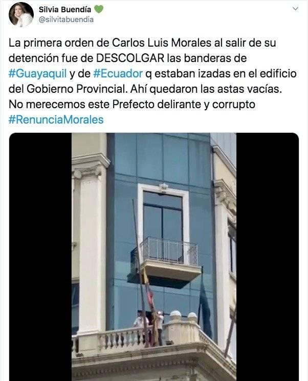 Polémica porque quitaron las banderas de la Prefectura del Guayas