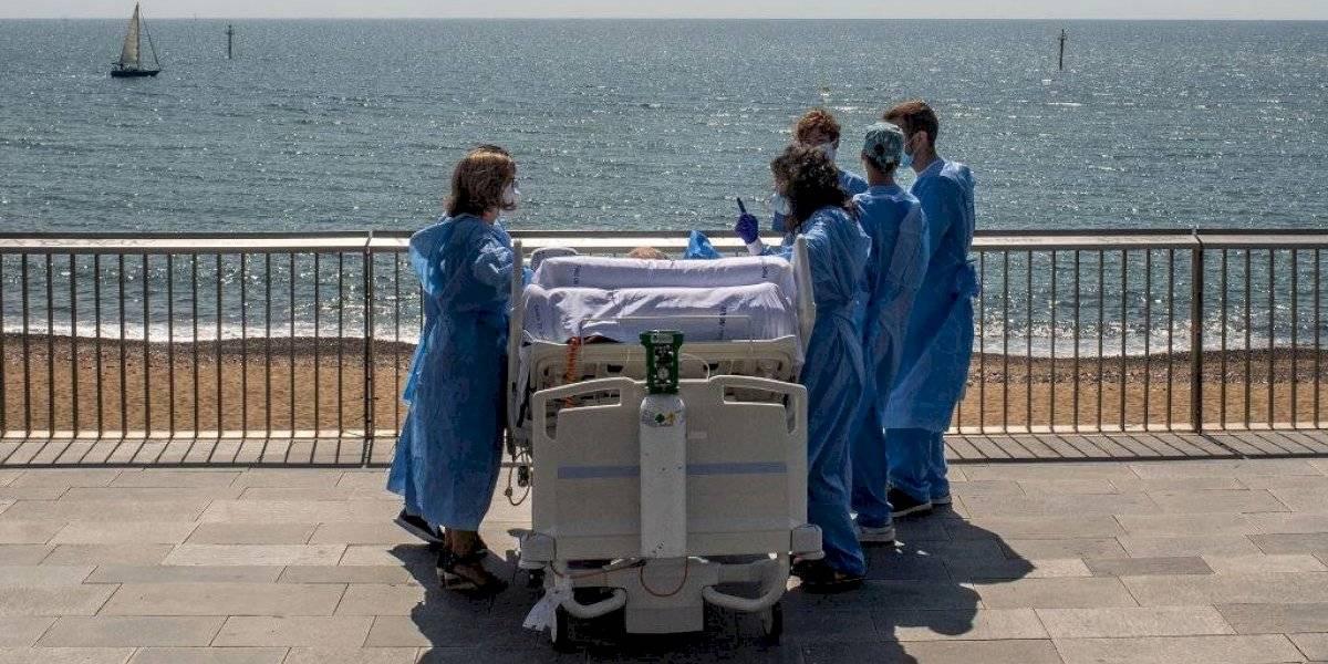 Médicos españoles sorprenden a paciente salió de UCI con una visita al mar