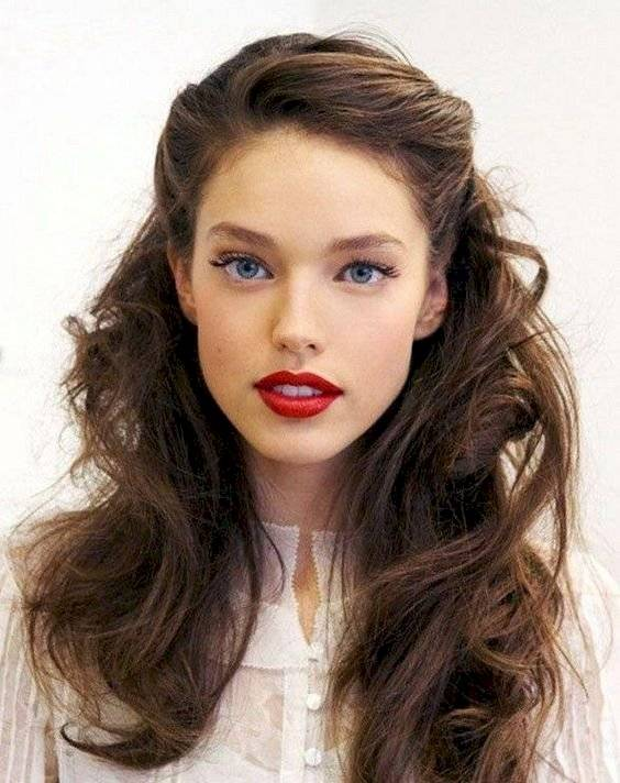 Peinados con cabello suelto para perfilar el rostro