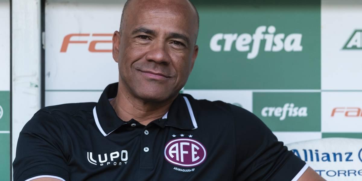 'O futebol só aceita o negro atleta', diz o técnico Sérgio Soares