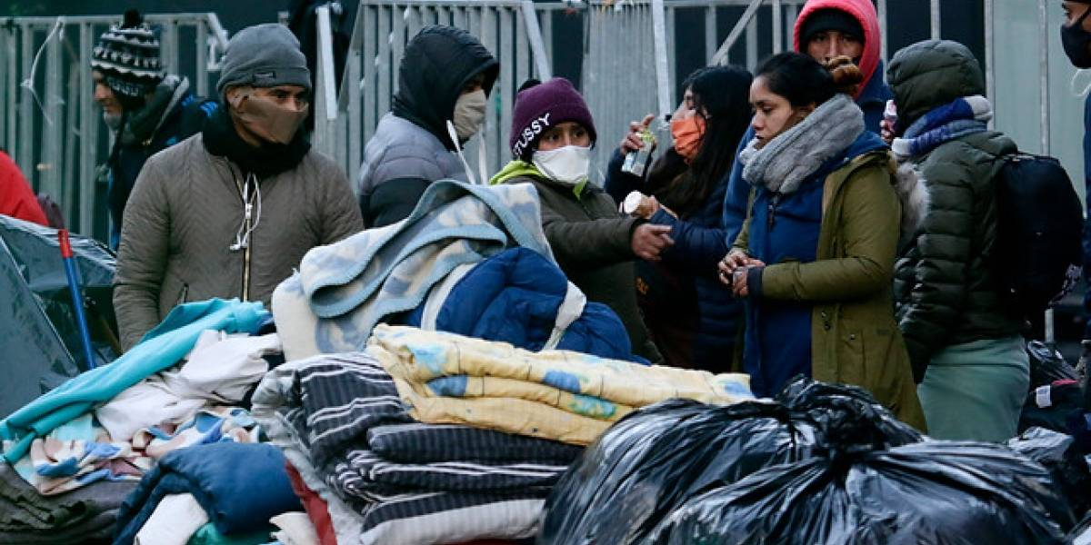 Cuarentena en la calle y con frío: 190 ciudadanos peruanos fueron trasladados a un liceo de Independencia