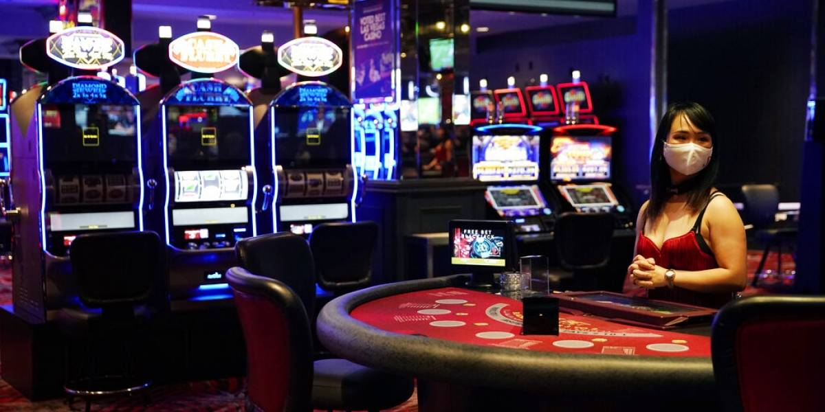 Casinos de Las Vegas reabren luego de cierre de tres meses por el coronavirus