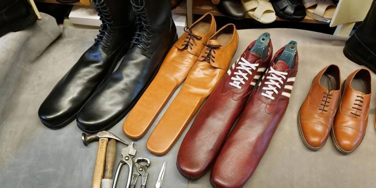 """¡El calzado se reinventa! Crean Los """"zapatos antivirus"""" que hacen cumplir el distanciamiento social"""