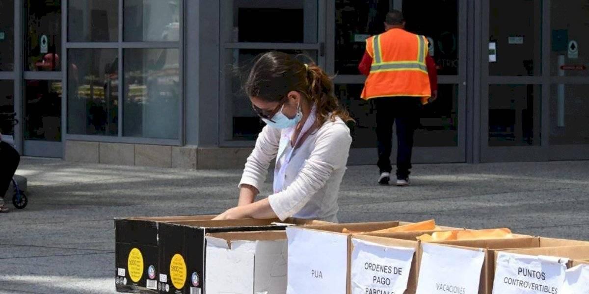 Mujer se querella por no recibir el PUA y desconocer paradero del técnico que la atendió en el Centro de Convenciones