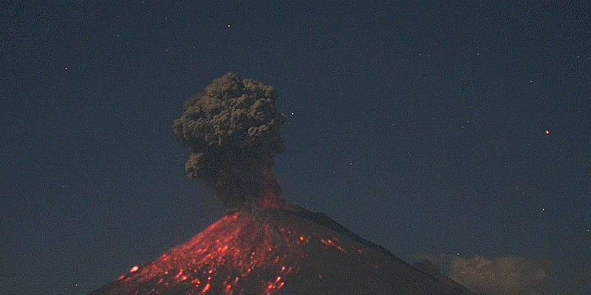 Violento despertar: volcán Popocatépetl en México entra en erupción y lanza material incandescente a 600 metros