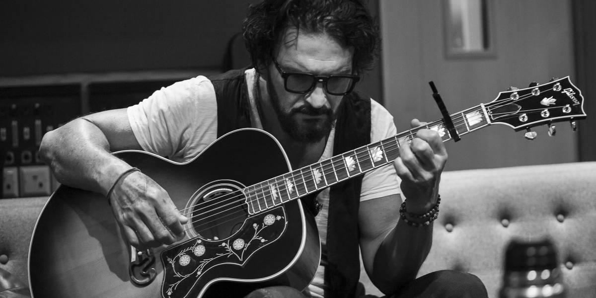 """Más del álbum """"Blanco"""" de Arjona para pasar la cuarentena: el artista lanzó el video de """"El blues de la notoriedad"""""""