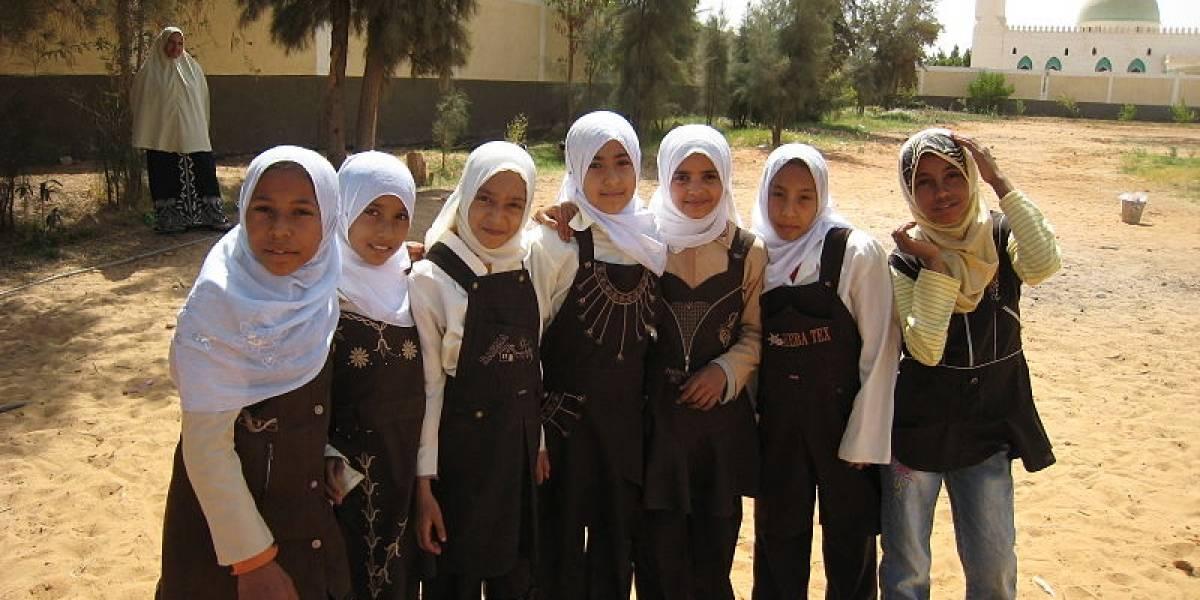 Acusan a médico y padre egipcios de extraer genitales a tres niñas