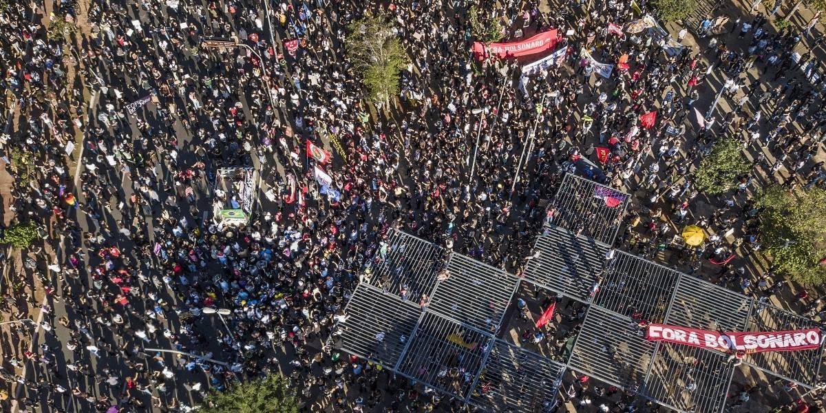 Ato contra Bolsonaro ocorre no largo da Batata e protesto a favor, na Pamplona