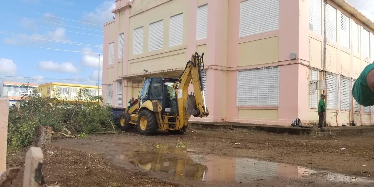 Truena alcalde de Humacao en contra de abandono de edificios del Estado