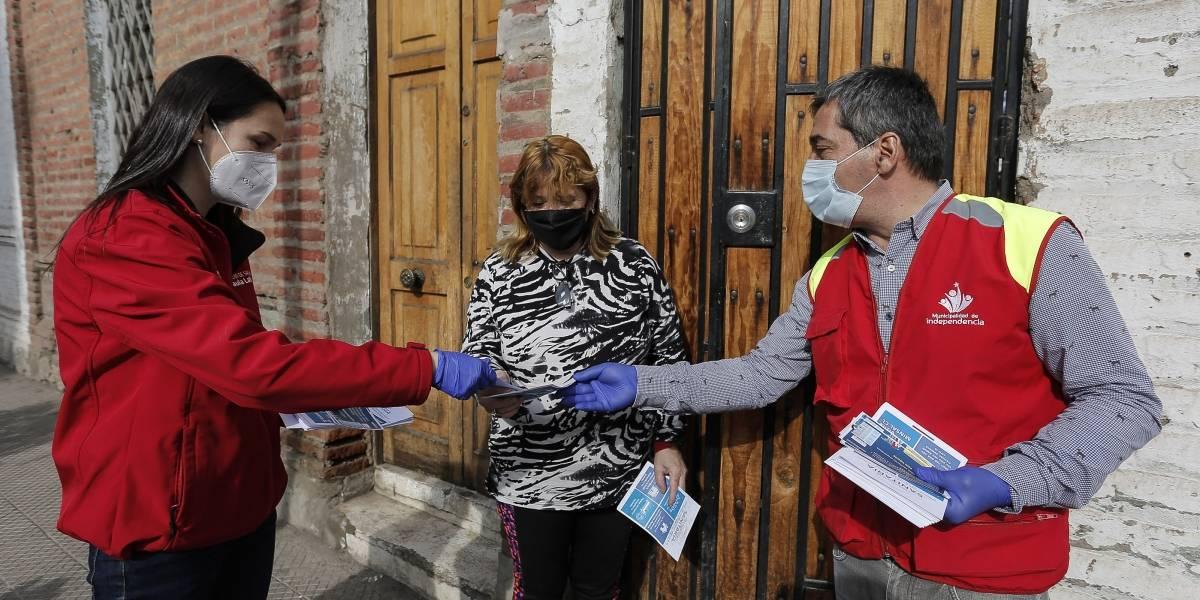 Hay que dar a conocer las residencias sanitarias: seremis y alcaldes hacen puerta a puerta