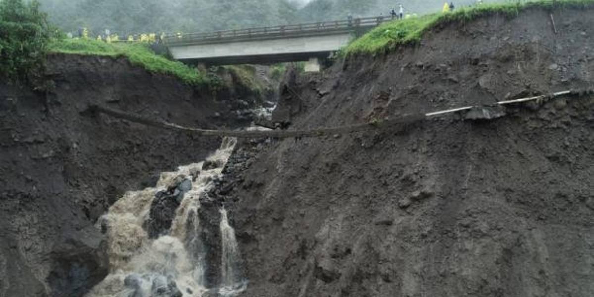 Tramo de la vía Baeza-Lago Agrio en alerta roja por erosión del río Coca