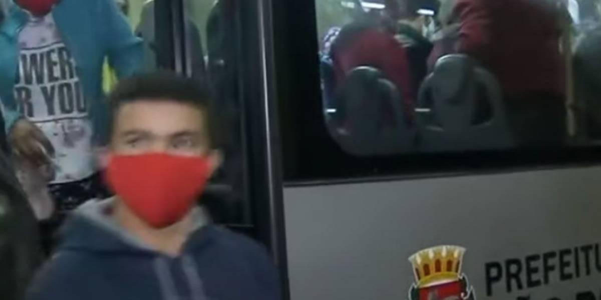 Passageiros de ônibus em São Paulo relatam problemas no 1º dia útil com lotação reduzida