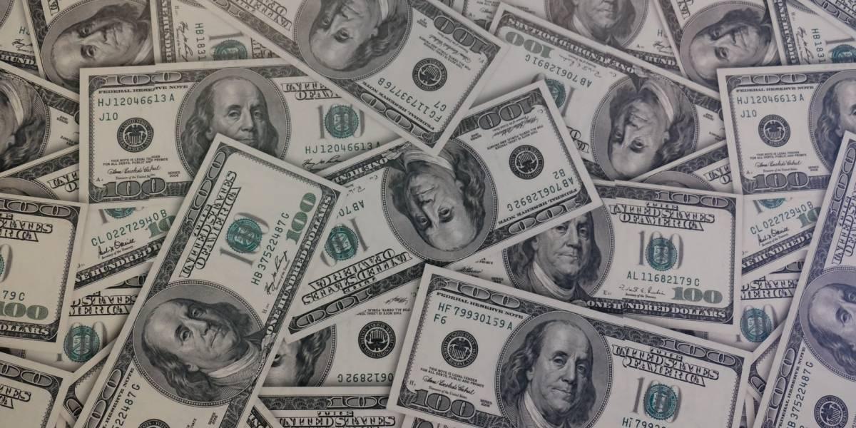 Dólar fecha em R$ 5,38 e encerra semana com queda de 1,65%
