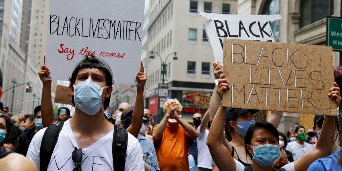 Acusan a un policía de Nueva York por empujar manifestante