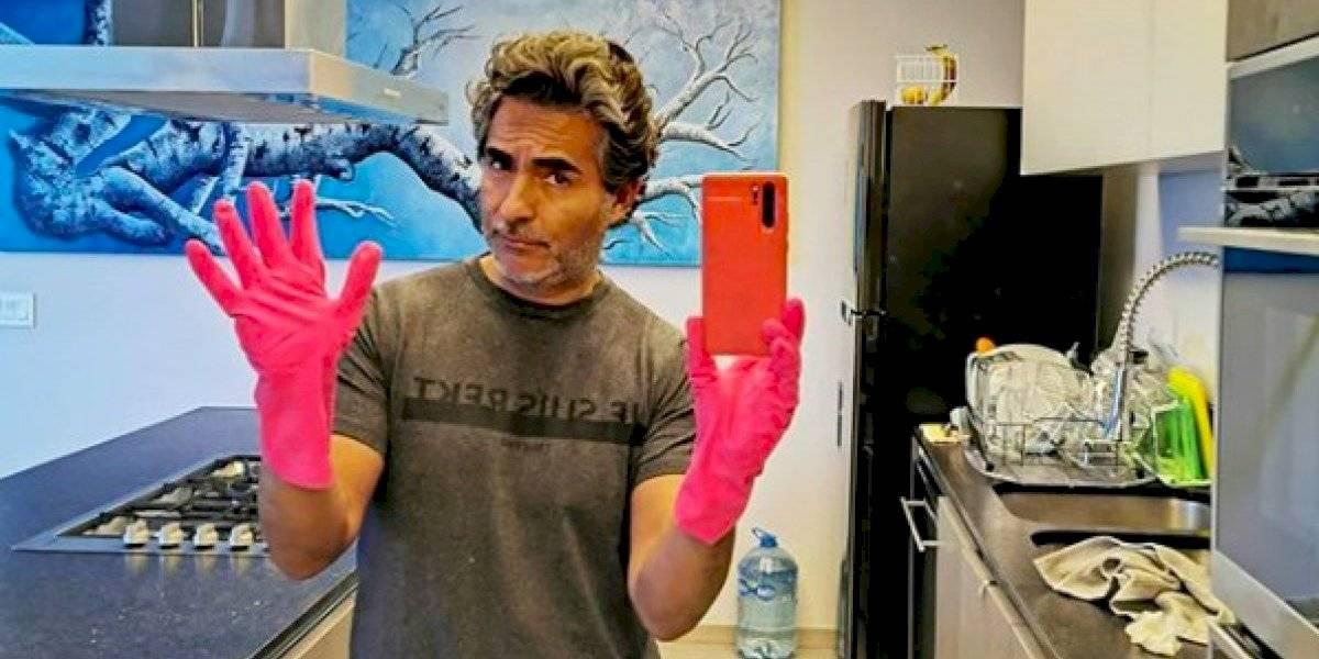 Raúl Araiza muestra su departamento destruido por inundación