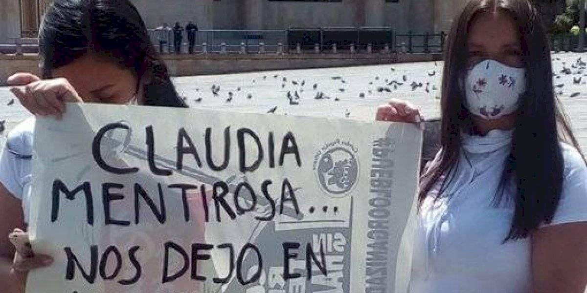 Habitantes de Altos de la Estancia protestan frente a la Alcaldía de Bogotá por desalojos