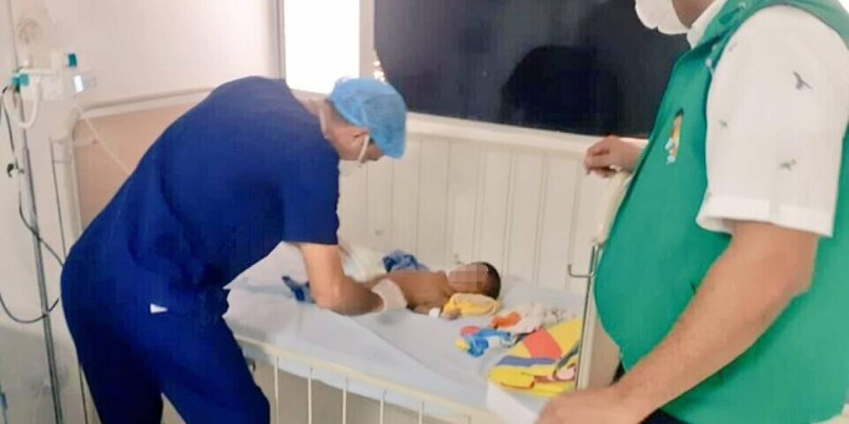 Abandonaron a un bebé de ocho meses en la puerta de una casa