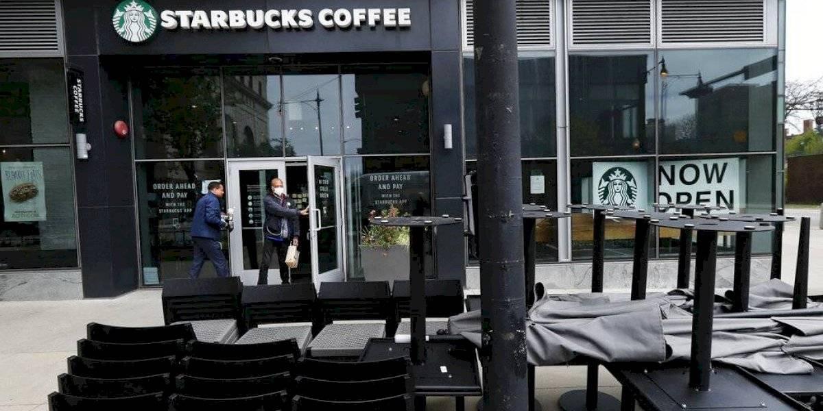 Coronavirus asesta fuerte golpe a Starbucks