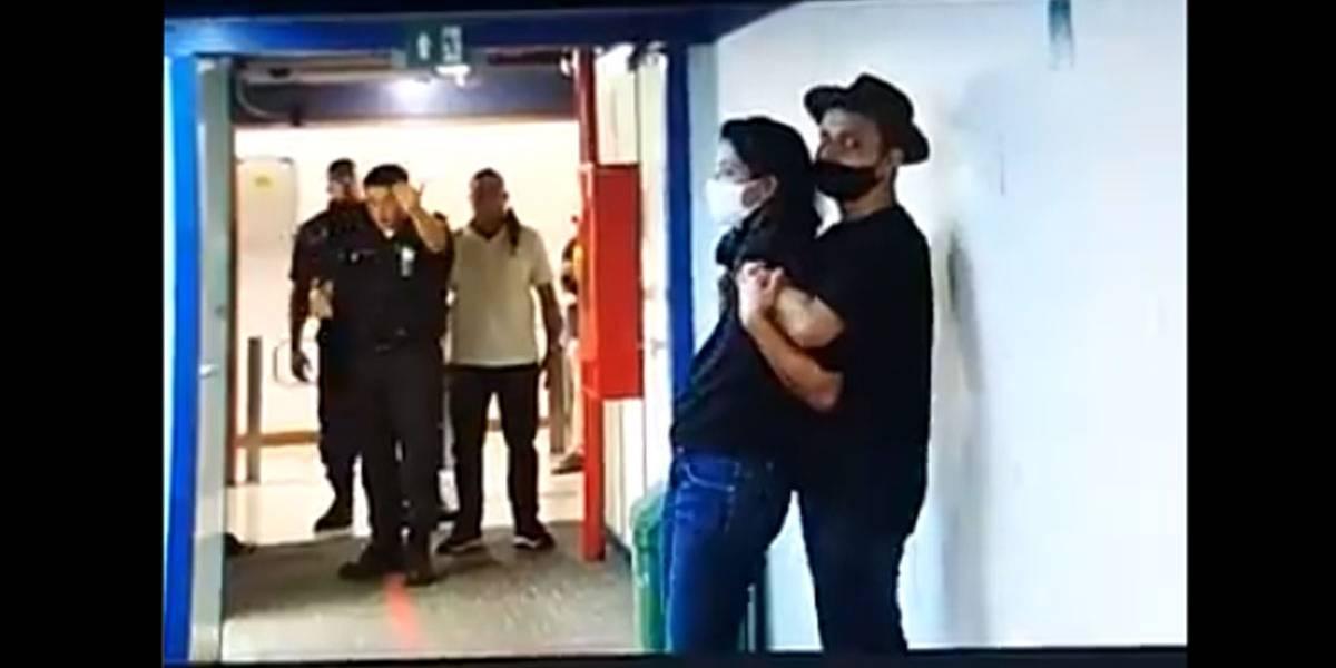 Com faca e bíblia nas mãos, homem invade sede da Globo no Rio e faz repórter como refém