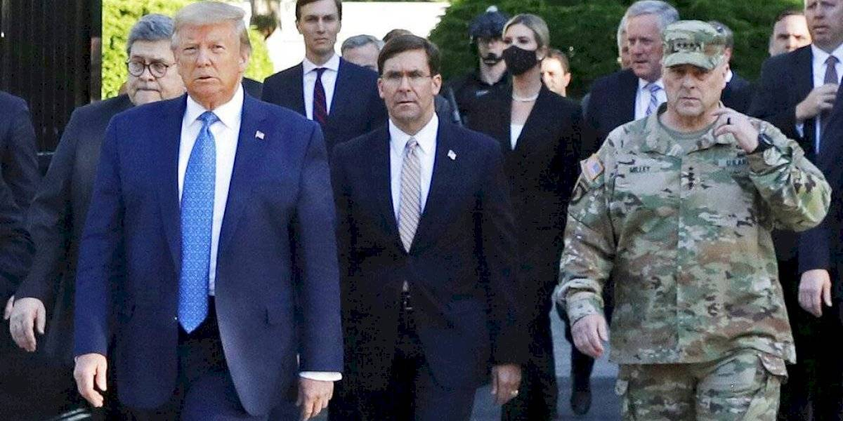 Jefe militar dice fue error acompañar a Donald Trump