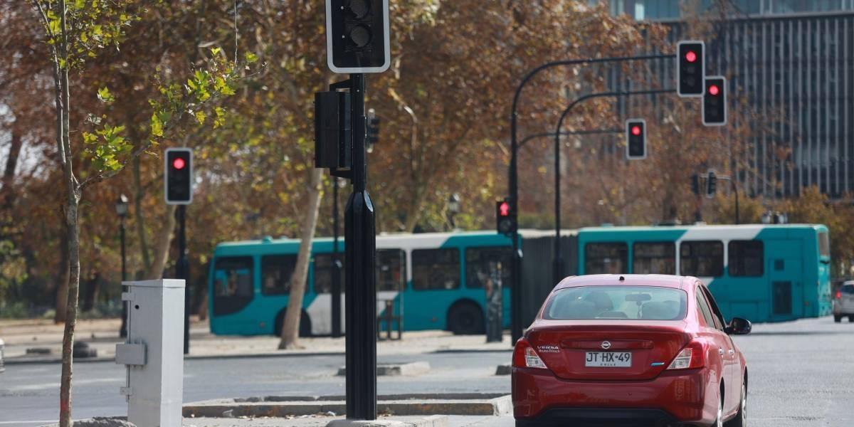 Gobierno entrega balance nacional de semáforos vandalizados: durante las protestas sociales 586 cruces resultaron dañados, el 67% está reparado