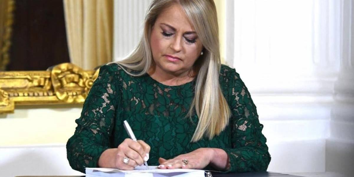Gobernadora firma enmiendas a la Ley de Reforma Educativa