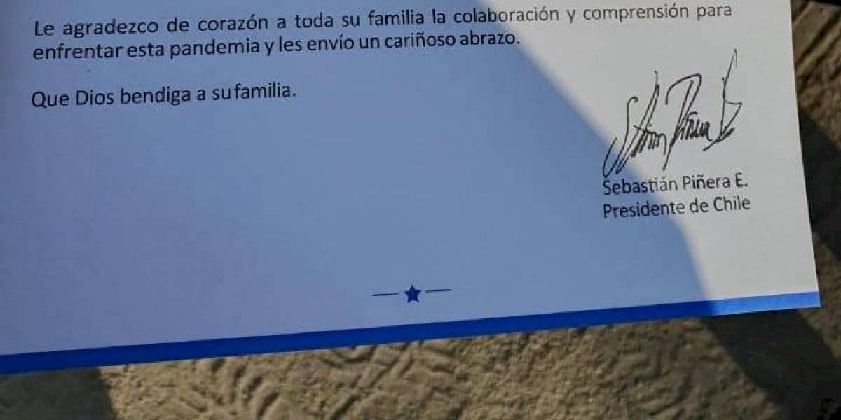 Gobierno reparte cajas con carta de Piñera agradeciendo a las familias y pidiendo colaboración