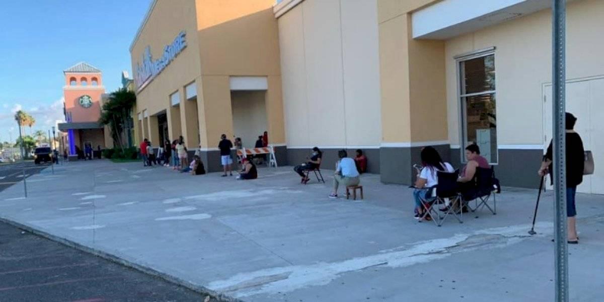 Boricuas hacen fila tras reapertura de Marshalls en Puerto Rico