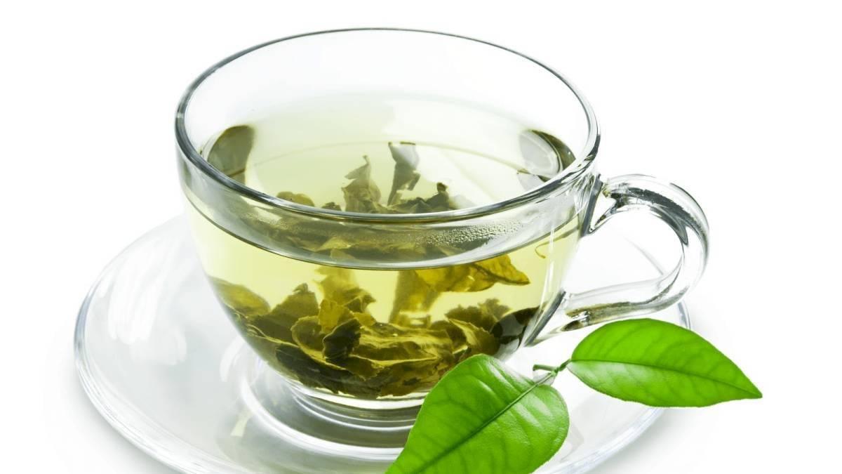 El té verde fortalece el cabello y evita su caída.