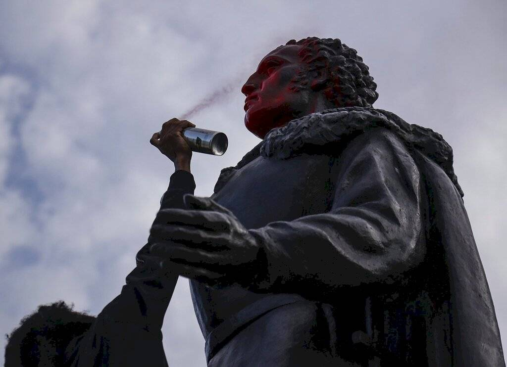 Estatua ataque