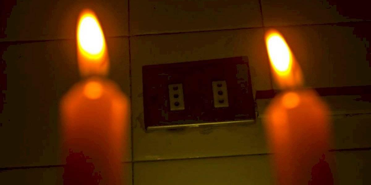 Cerca de 45 mil clientes sin suministro eléctrico entre Santiago y Los Lagos