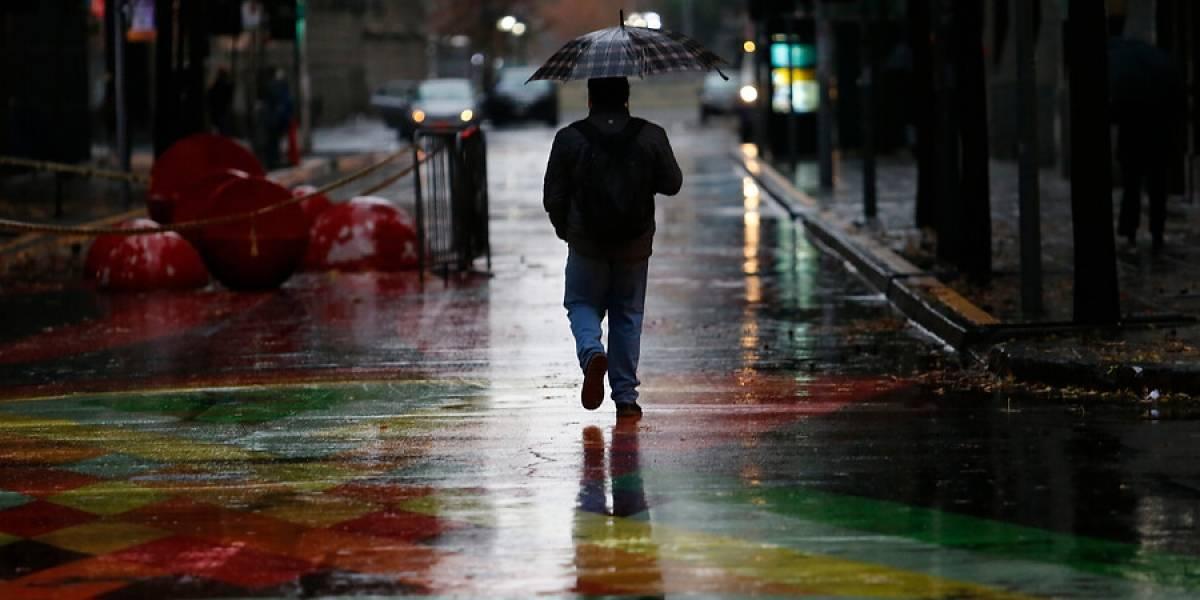 Alerta de lluvias durante la madrugada de este domingo en la Región Metropolitana