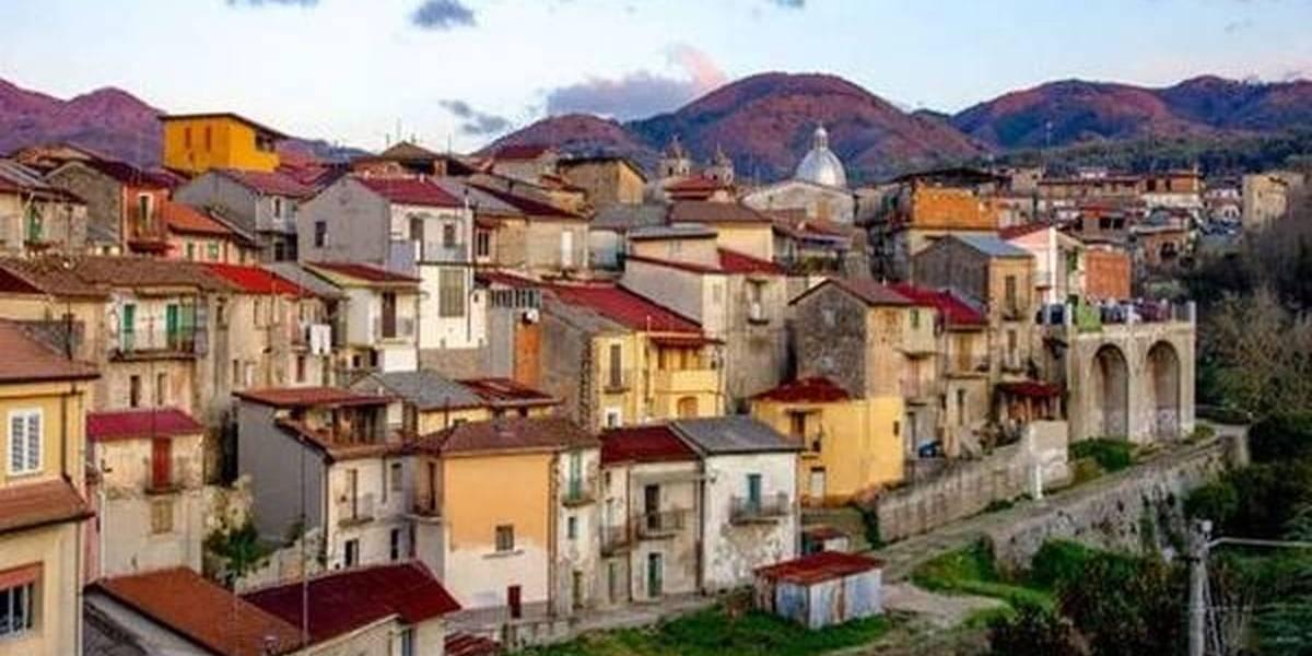 Cidade italiana venda casas por 1 euro