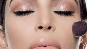El iluminador de rostro te hará ahorrar tiempo en elegir rubores