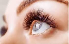 Las pestañas rizadas son un toque muy importante en todo maquillaje por muy rápido que sea