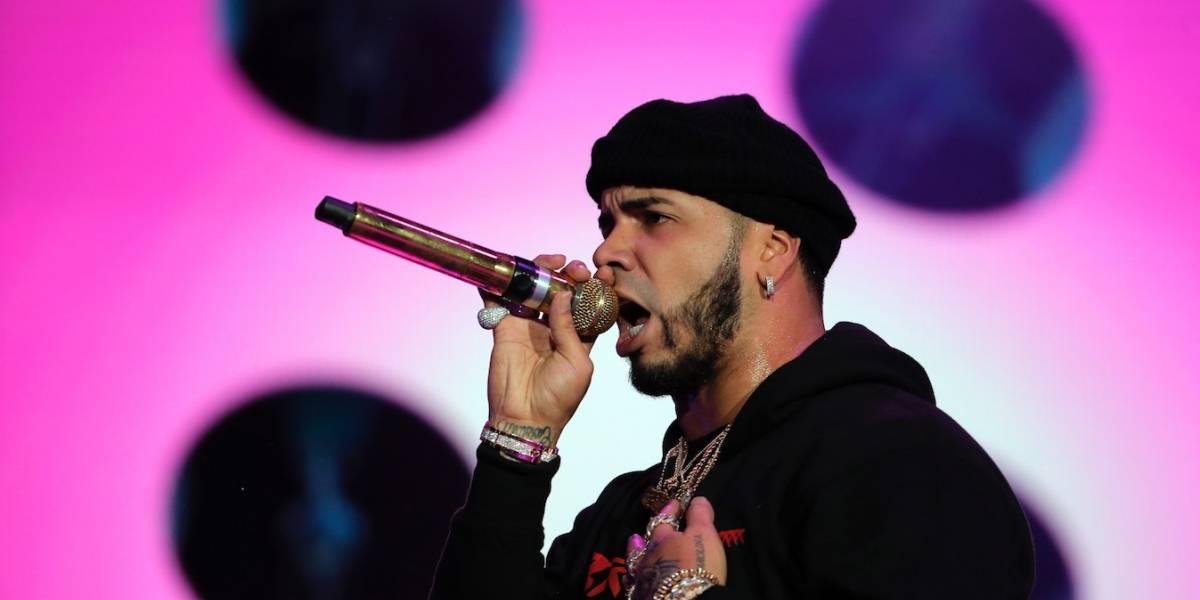 """Anuel lanza video de """"Que se joda"""" y su nuevo álbum llega caliente al Billboard 200"""