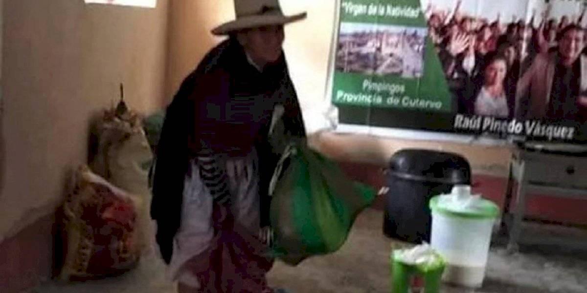 Anciana dona lo que cosecha a personas con Covid-19 en Perú